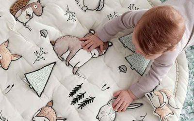 Comprar regalos para bebés: qué comprar en el primer año